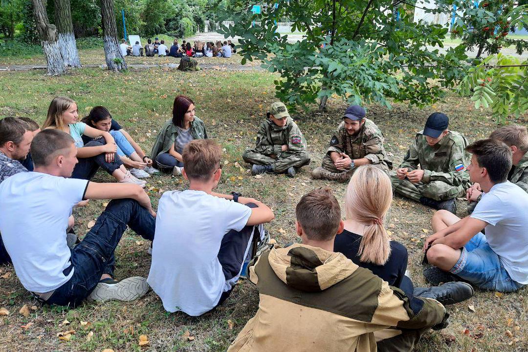 Туристический слёт активистов проекта «Молодая Гвардия» ОД «Мир Луганщине» прошёл в Антраците 12