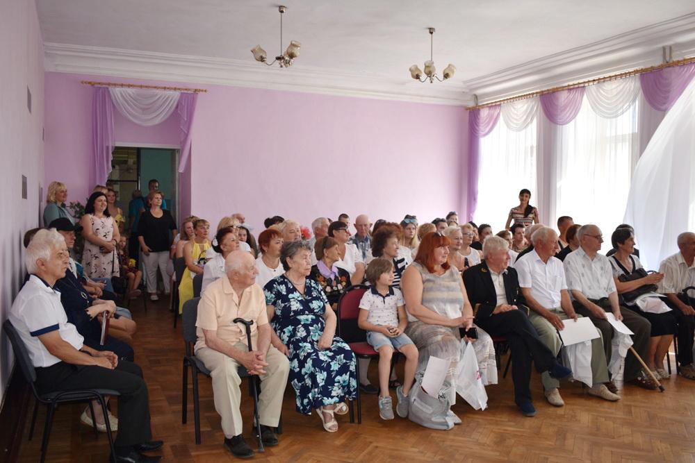 Ветеранов шахтёрского труда Брянки поздравили с наступающим праздником