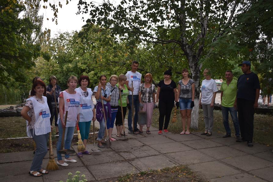 Брянковские активисты провели субботник в парковой зоне