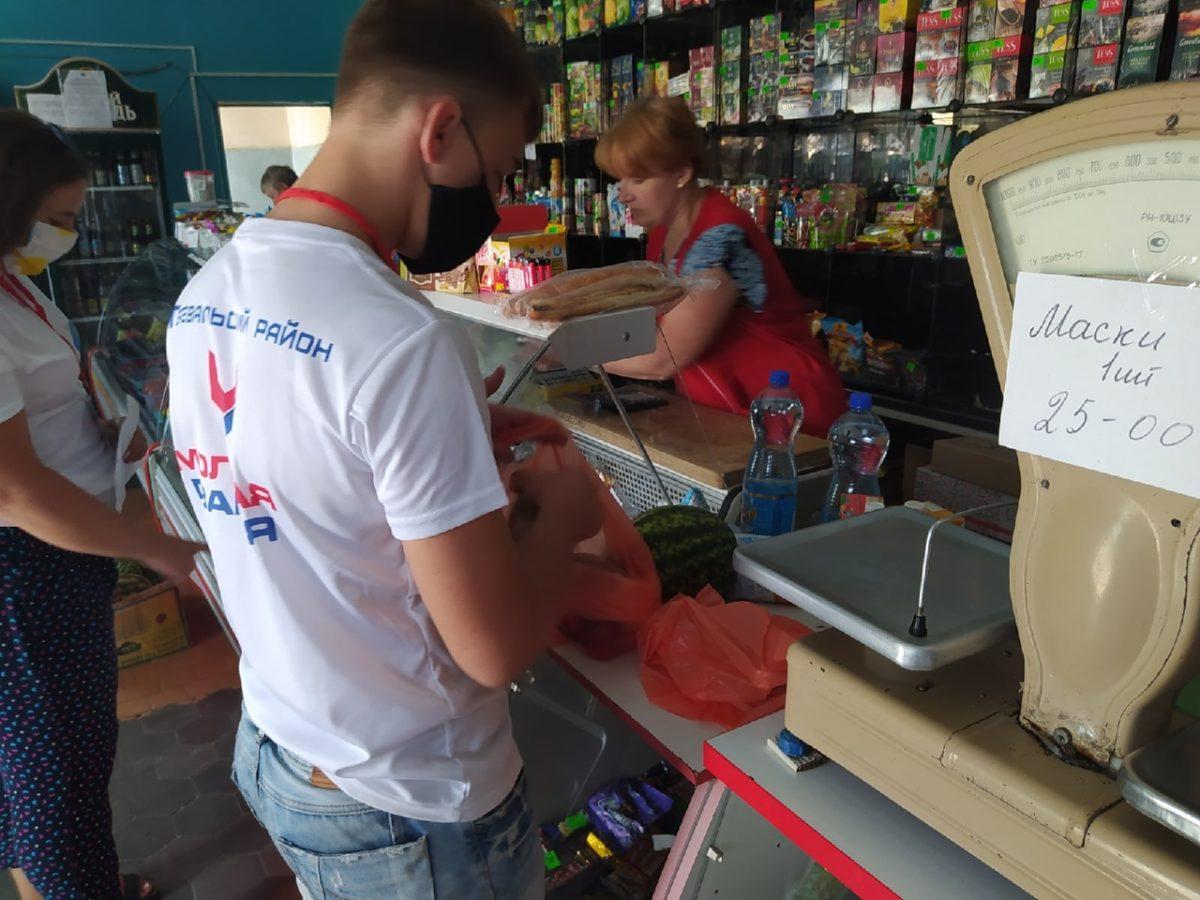 В рамках акции «Рука помощи» волонтёры помогли жителям Перевальска