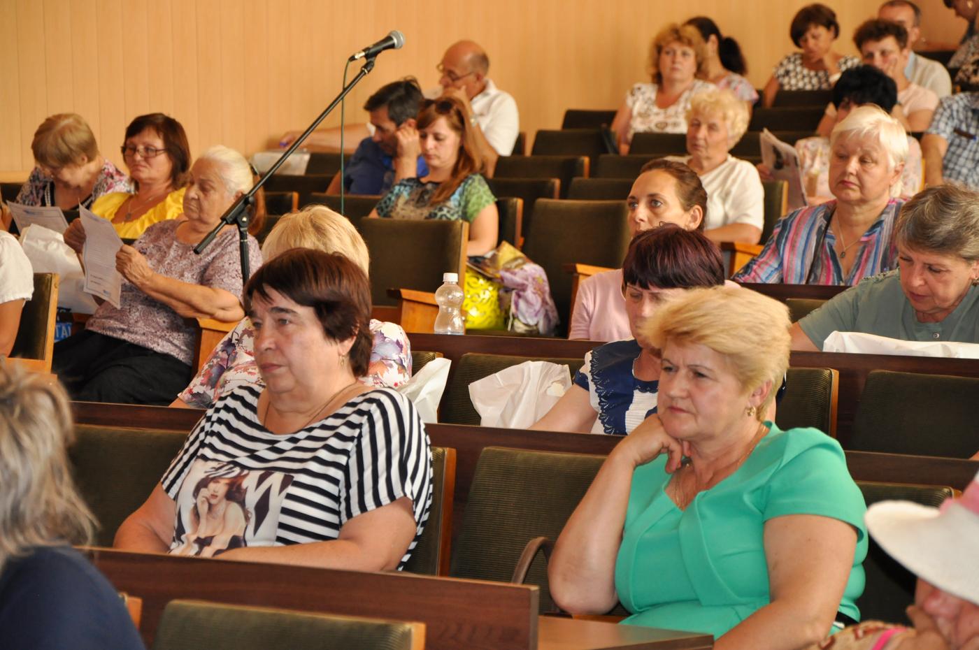 Встреча с представителями органов самоорганизации населения прошла в Стаханове 3