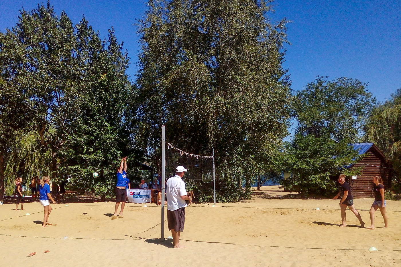 Соревнования по пляжному волейболу прошли в Лутугино