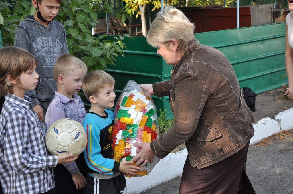 Спортивный праздник провели в Стахановском центре социальной реабилитации детей-инвалидов 3