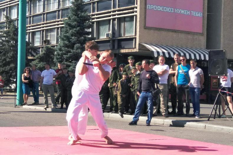 Поздравить Луганск с днём города приехали активисты из Свердловска 3