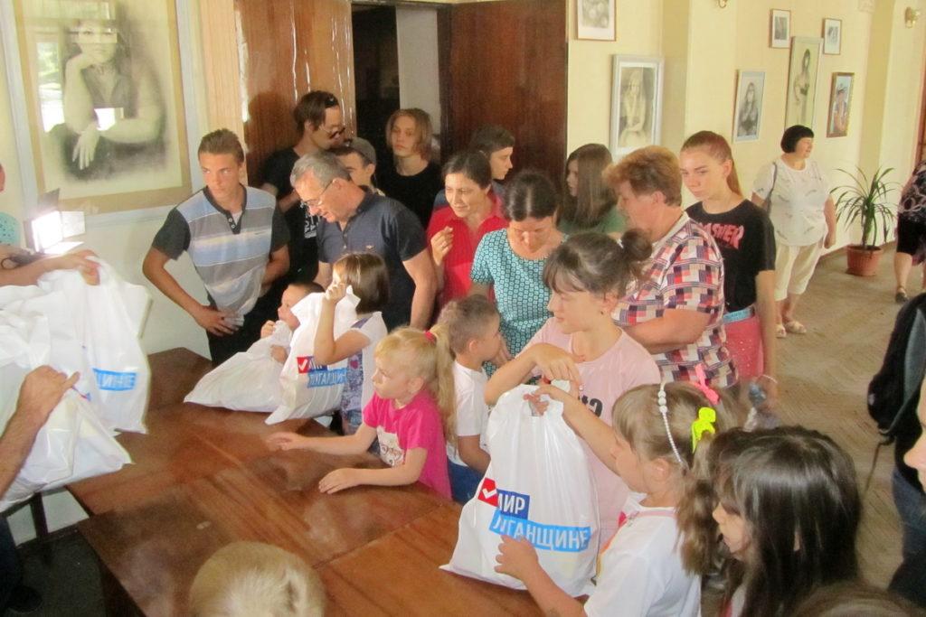В Кировске дети из шахтёрских семей посмотрели спектакль «Самая добрая сказка»