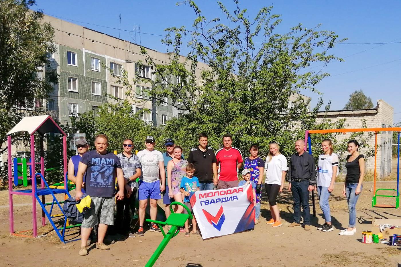 Активисты провели субботник в городе Лутугино
