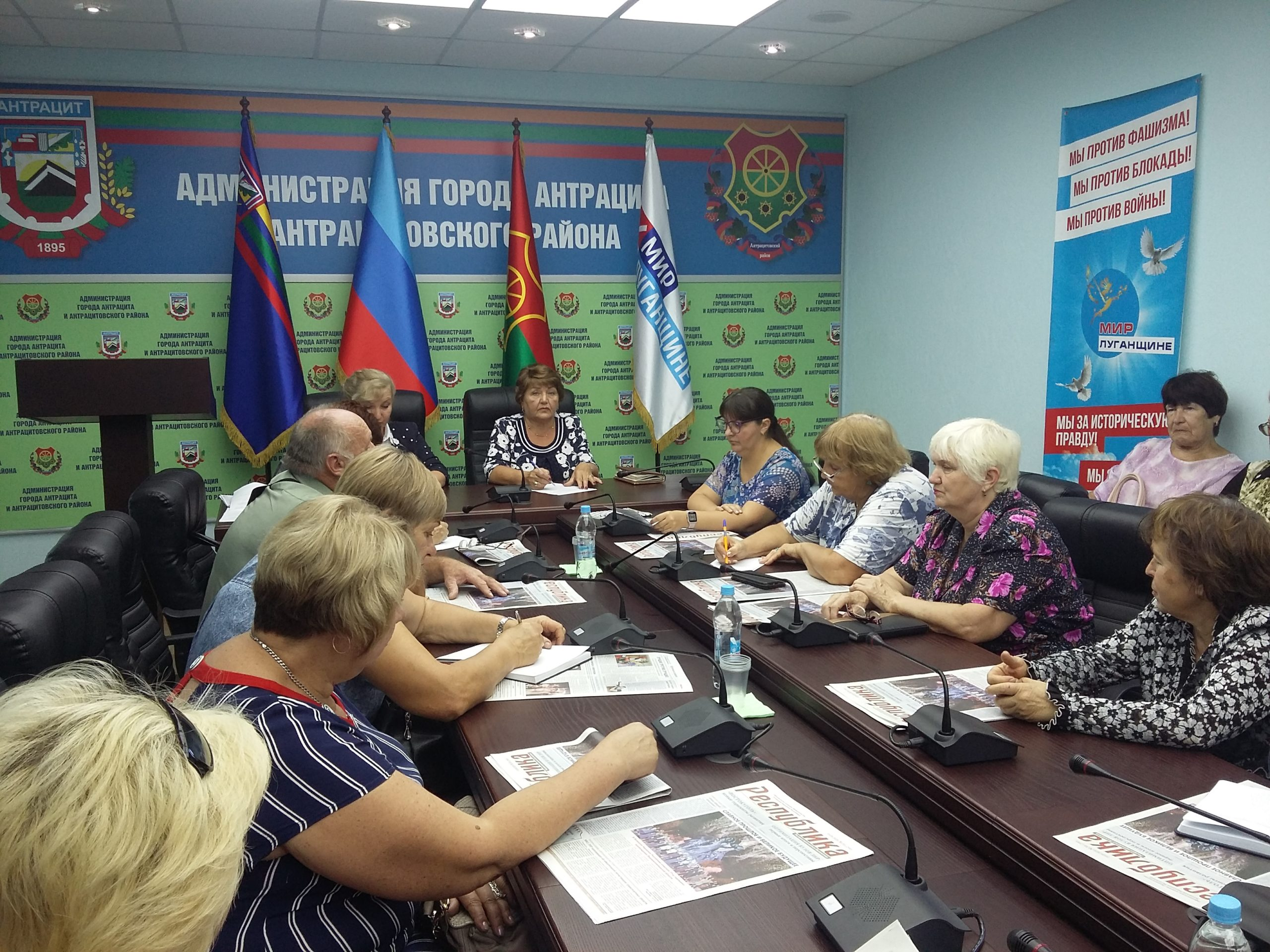 Депутат Елена Рахмукова встретилась с ветеранским активом Антрацита 1