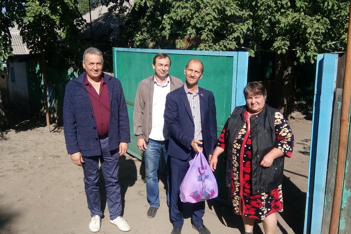 Жители Кировска получили помощь от проекта «Волонтёр»