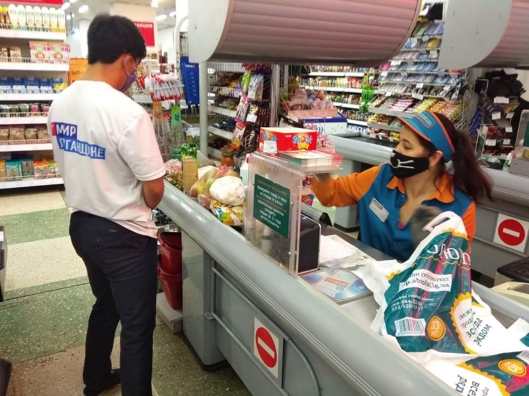 Волонтёры Красного Луча помогли троим пенсионерам