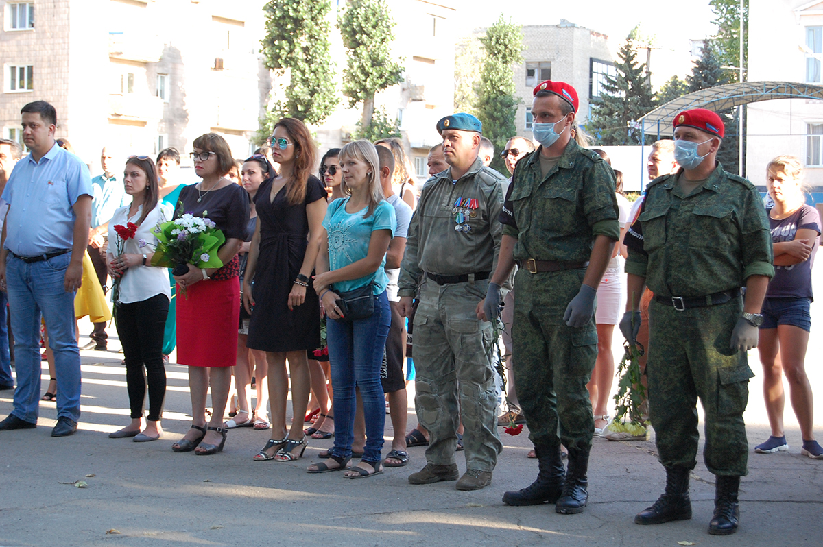 В Лутугино почтили жертв украинской агрессии 4
