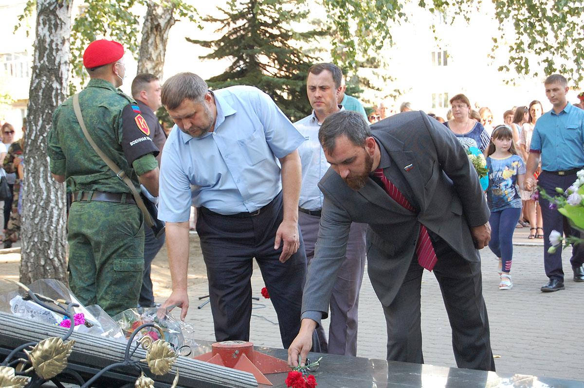 В Лутугино почтили жертв украинской агрессии 2