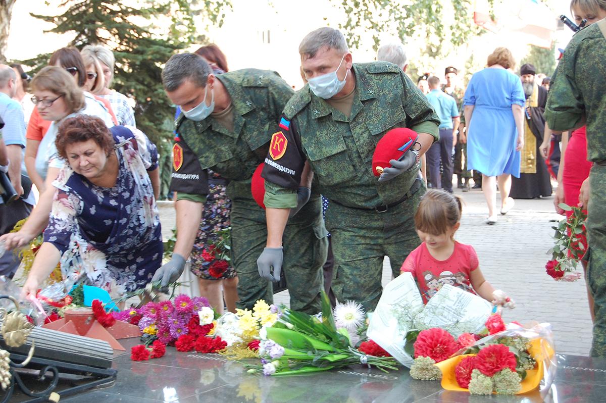 В Лутугино почтили жертв украинской агрессии