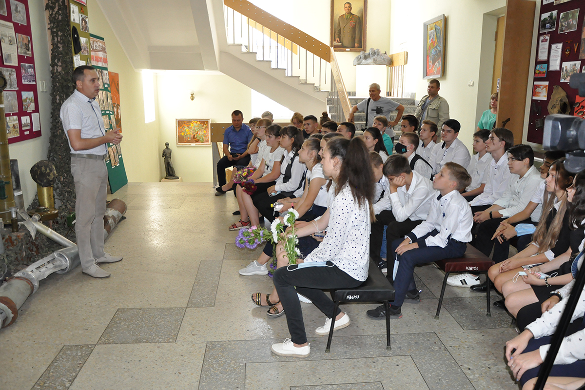 В Стаханове прошло памятное мероприятие ко Дню Неизвестного солдата – защитника ЛНР 2