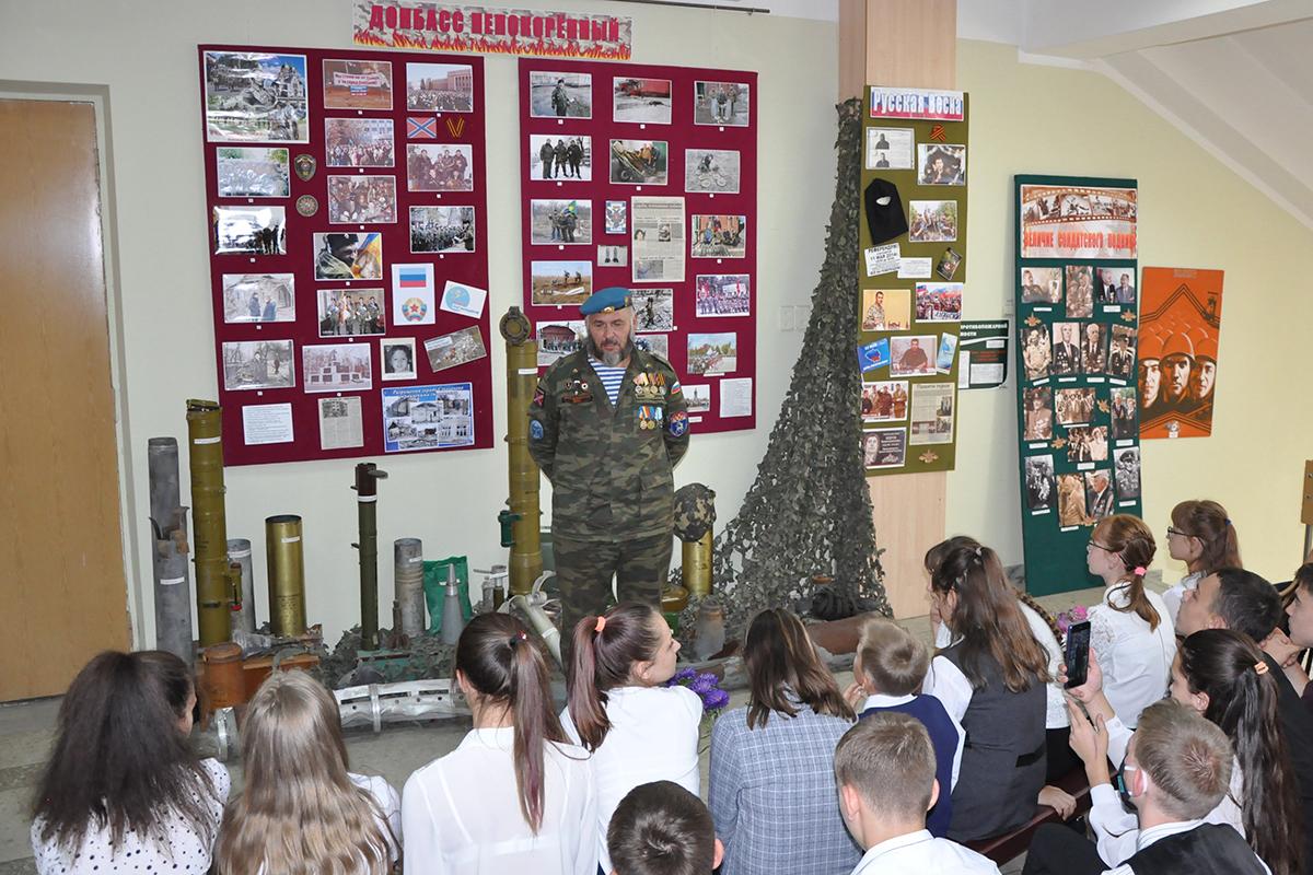 В Стаханове прошло памятное мероприятие ко Дню Неизвестного солдата – защитника ЛНР 4