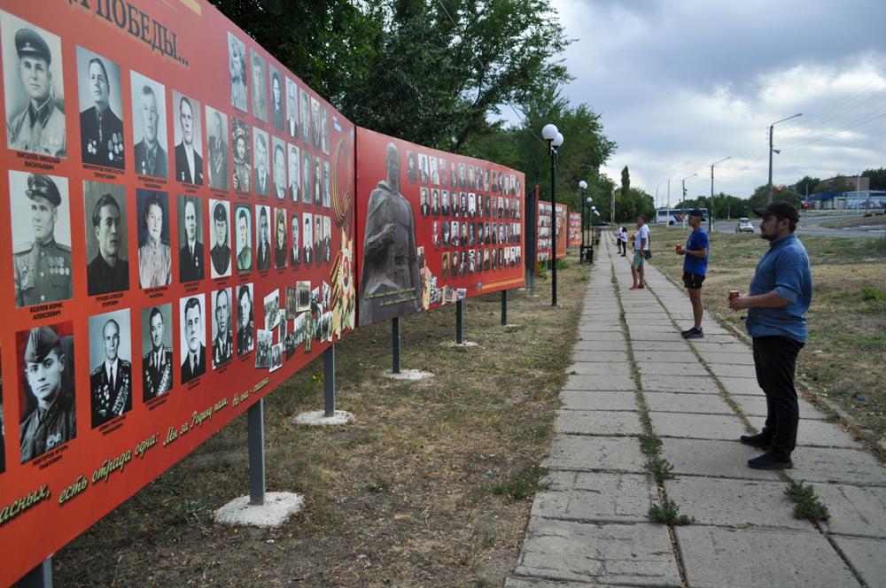 В Брянке активисты провели акцию памяти ко Дню Неизвестного Солдата – защитника ЛНР