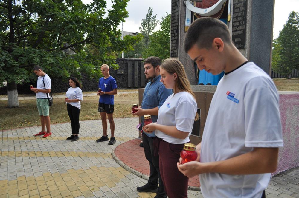 В Брянке активисты провели акцию памяти ко Дню Неизвестного Солдата – защитника ЛНР 2