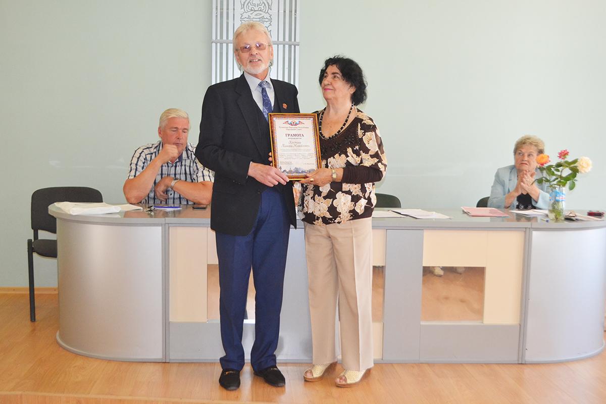 В Луганске депутат Юрий Теликанов вручил ветеранам спорта стартовые пакеты «Лугаком» 2