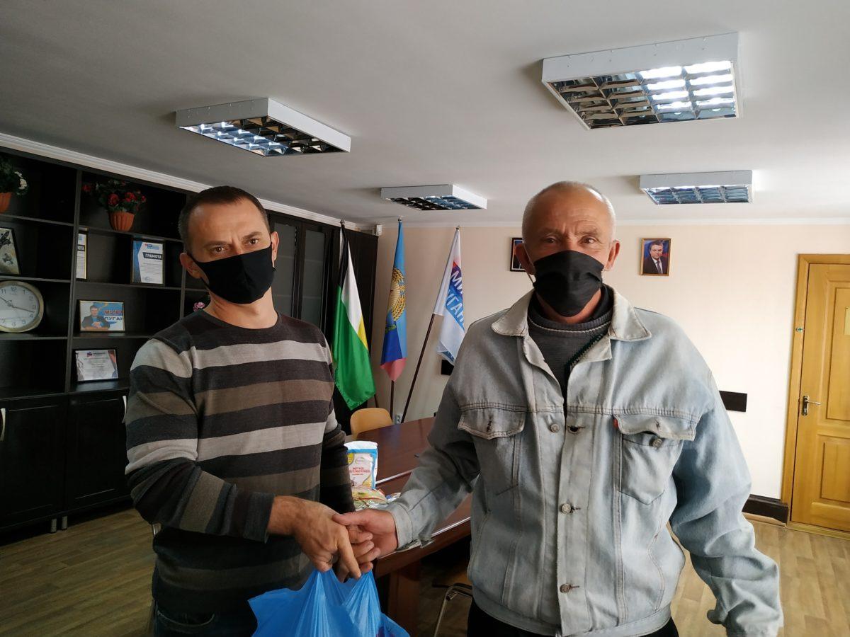 В Свердловске оказали помощь одиноким пенсионерам