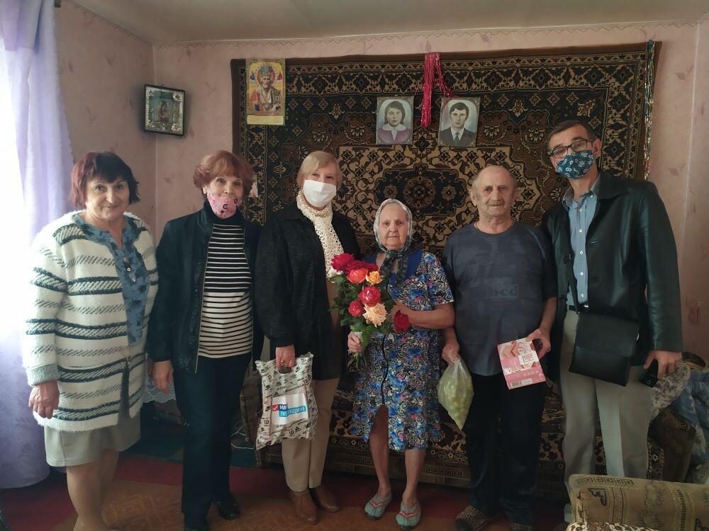 Активисты ОД «Мир Луганщине» поздравили ветерана труда с 80-летием