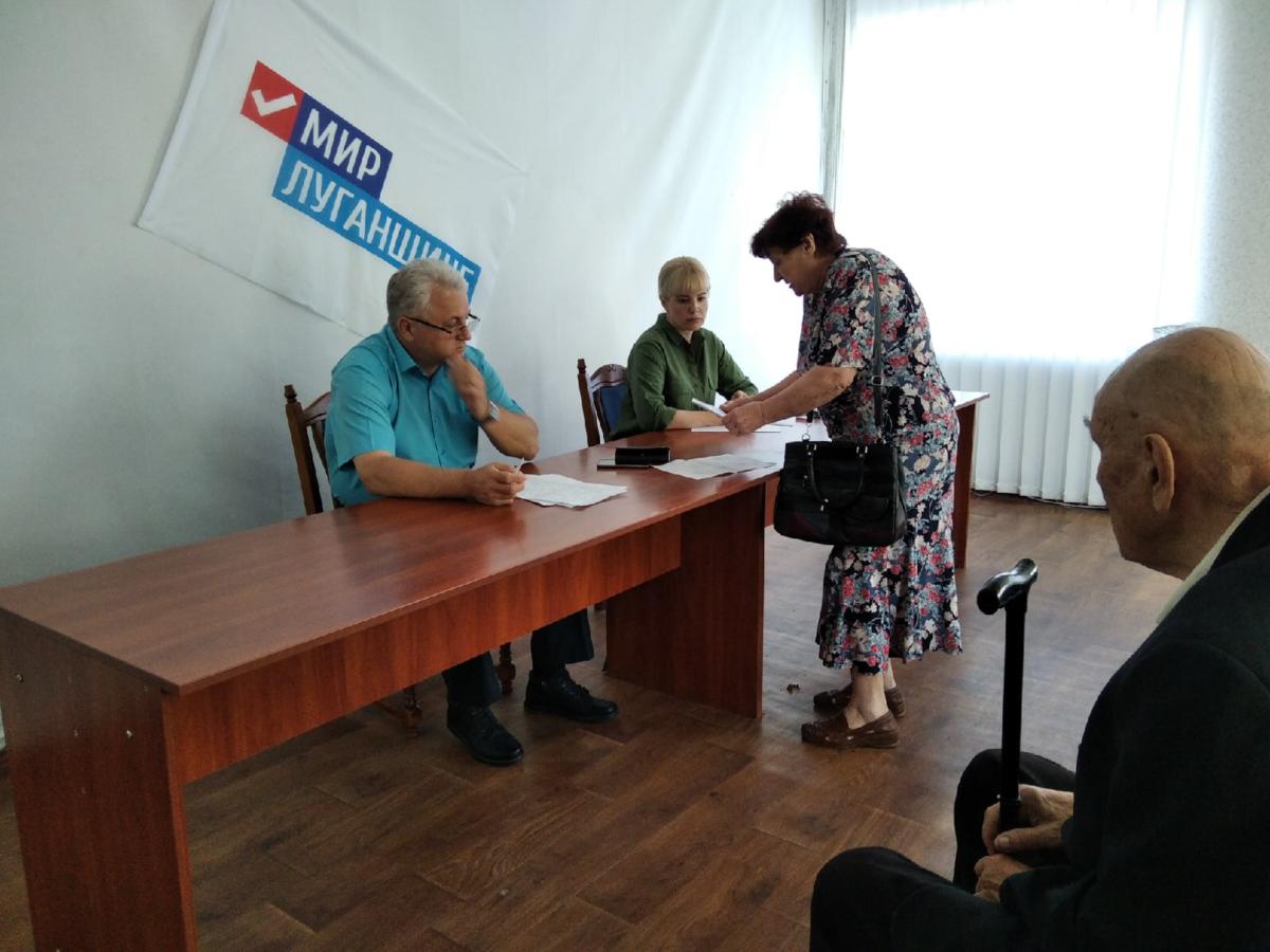 Глава администрации Красного Луча провёл личный приём граждан 1