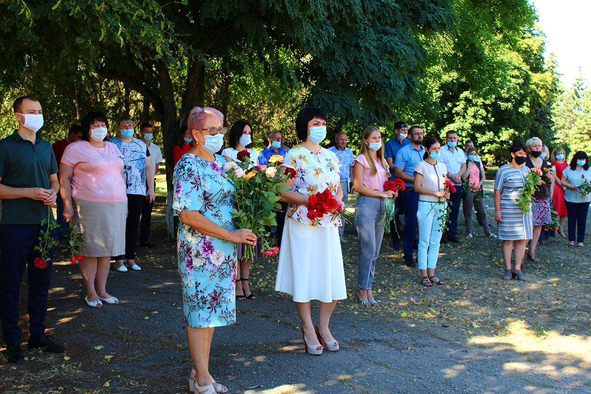 Активисты ОД «Мир Луганщине» возложили цветы к местам воинской славы4