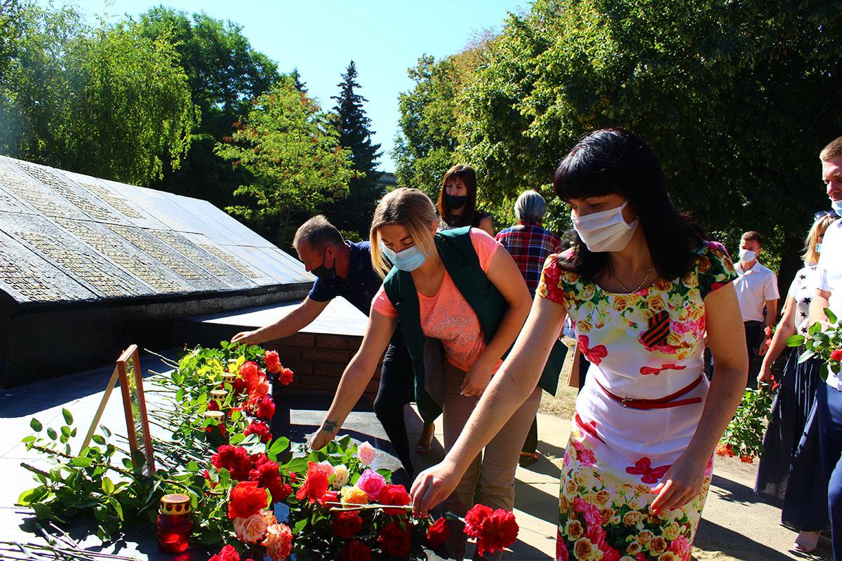 Активисты ОД «Мир Луганщине» возложили цветы к местам воинской славы 2