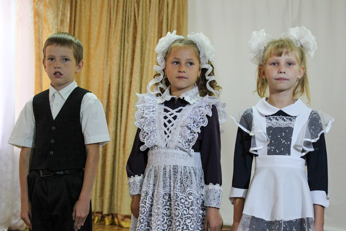 Активисты проекта «Волонтёр» подарили 100 канцелярских наборов детям коррекционной школы-интерната в Червонопартизанске 1