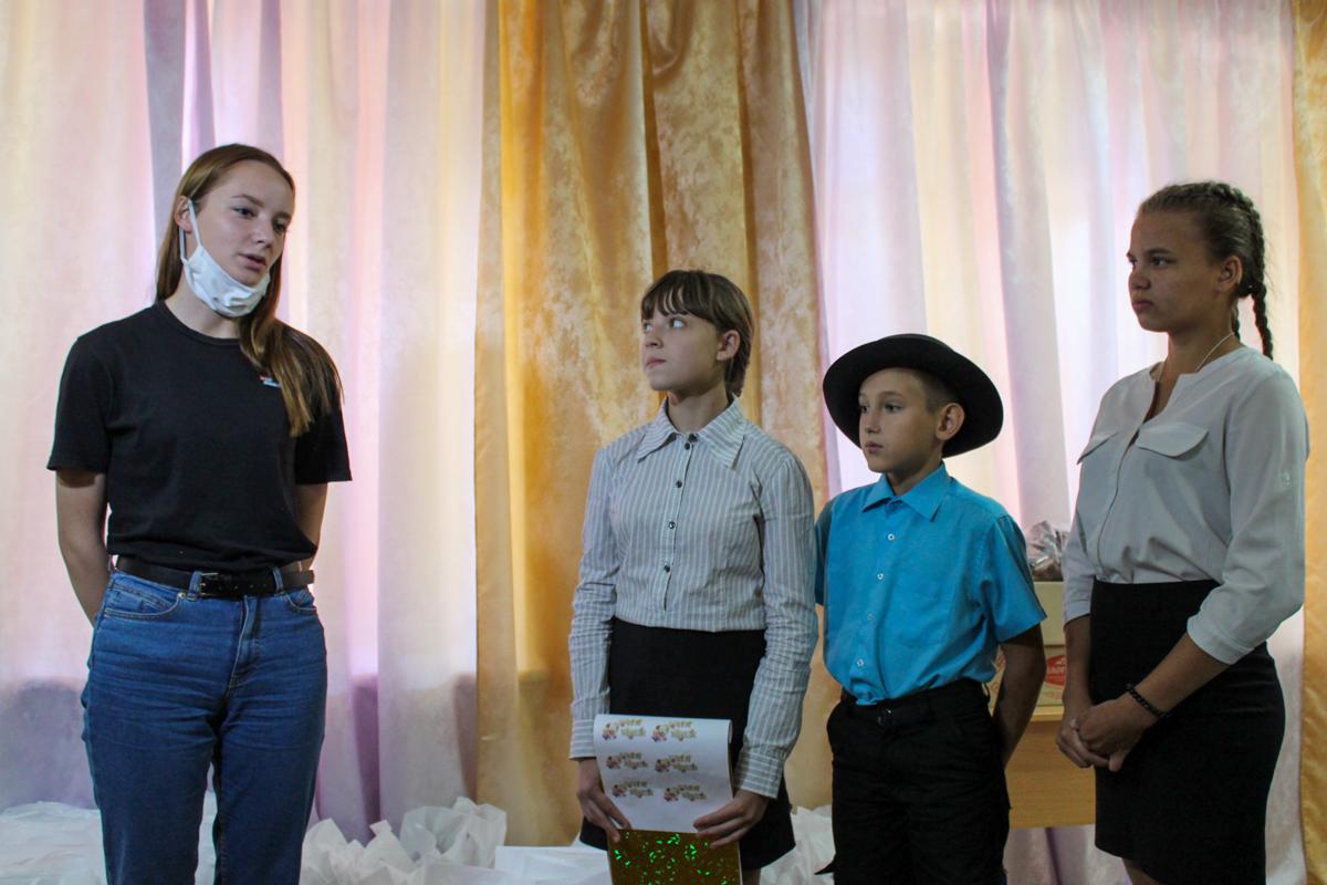 Активисты проекта «Волонтёр» подарили 100 канцелярских наборов детям коррекционной школы-интерната в Червонопартизанске 2
