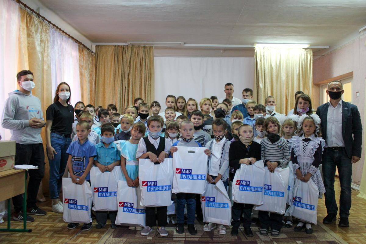 Активисты проекта «Волонтёр» подарили 100 канцелярских наборов детям коррекционной школы-интерната в Червонопартизанске 3