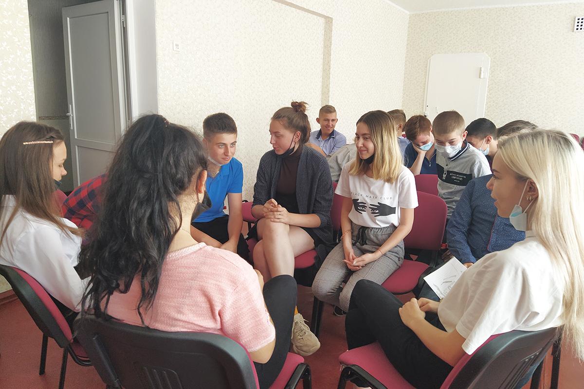 В Перевальске для молодёжи провели квест-тимбилдинг «Мы – будущее страны»