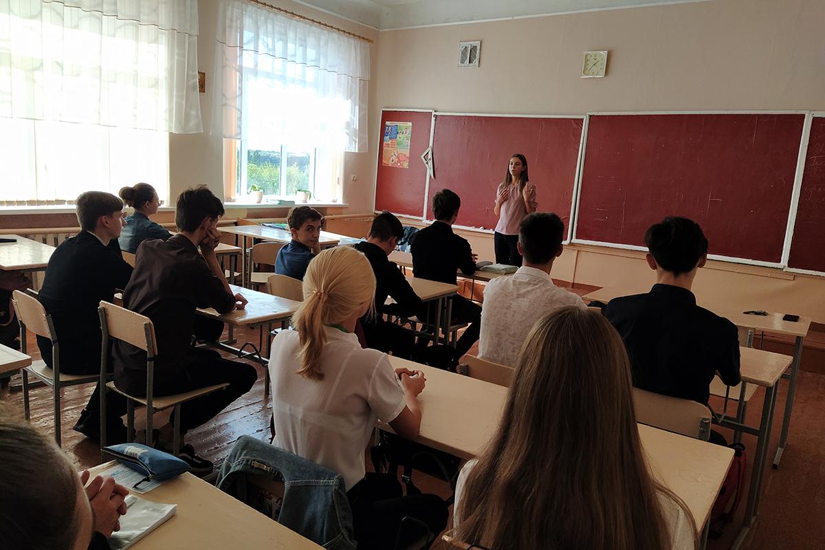 Учащиеся Перевальской гимназии узнали о проекте «Молодая Гвардия» ОД «Мир Луганщине» 2