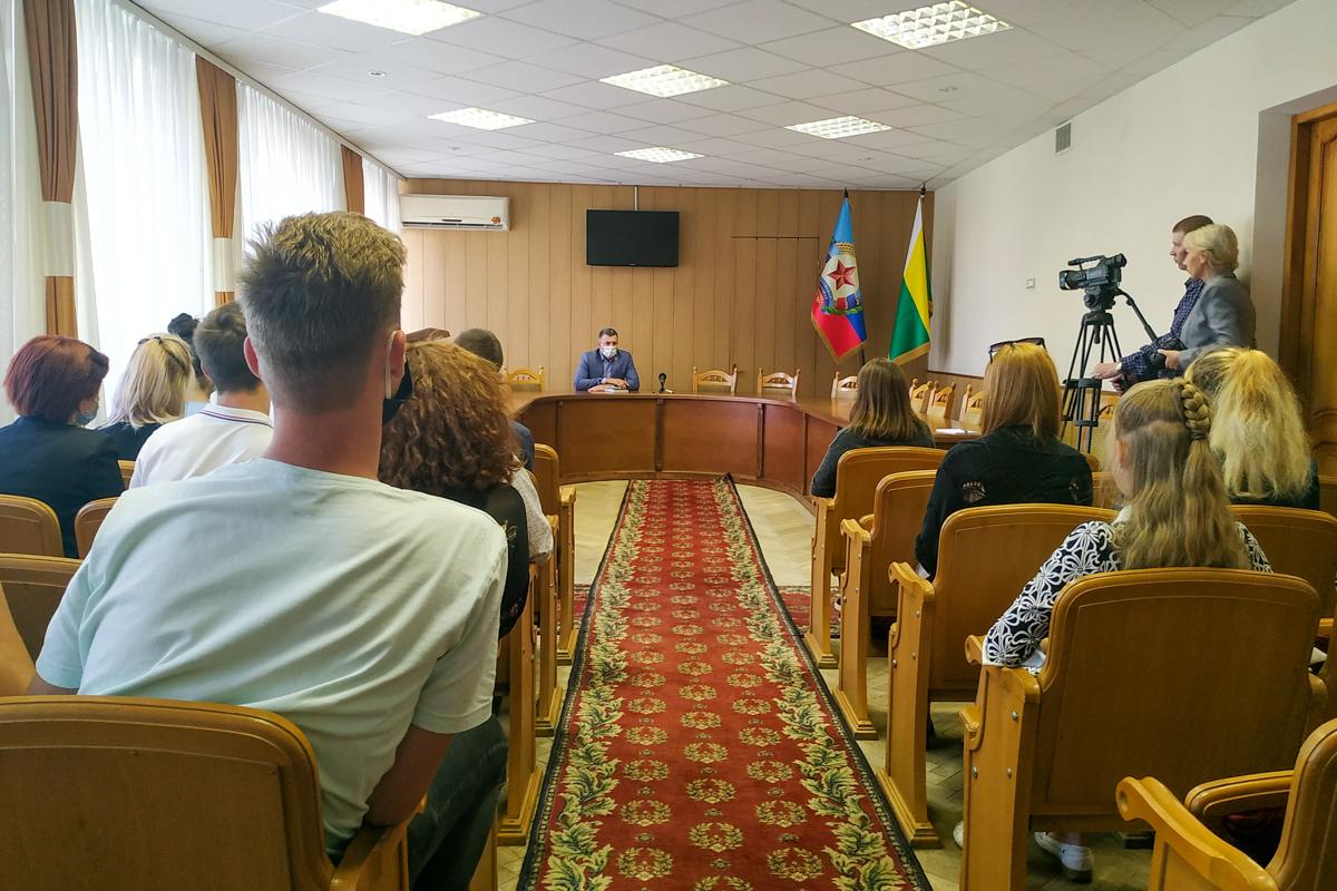 В Свердловске состоялась встреча активистов с главой администрации Свердловска и Свердловского района Андреем Сухачёвым 2