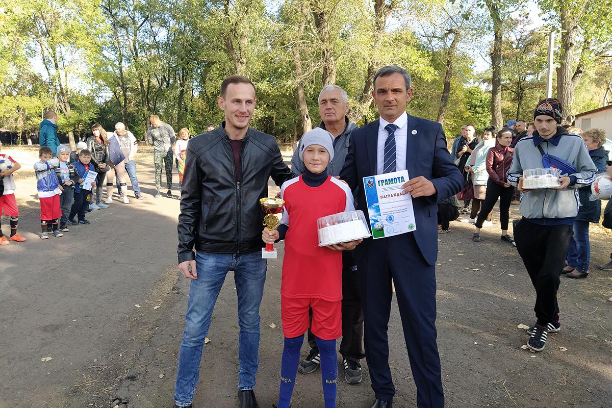 Активисты ОД «Мир Луганщине» поздравили жителей Зоринска с Днём города 3