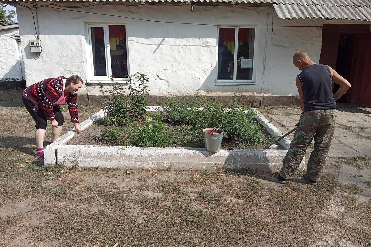 Активисты движения провели субботник в селе Рафайловка Антрацитовского района