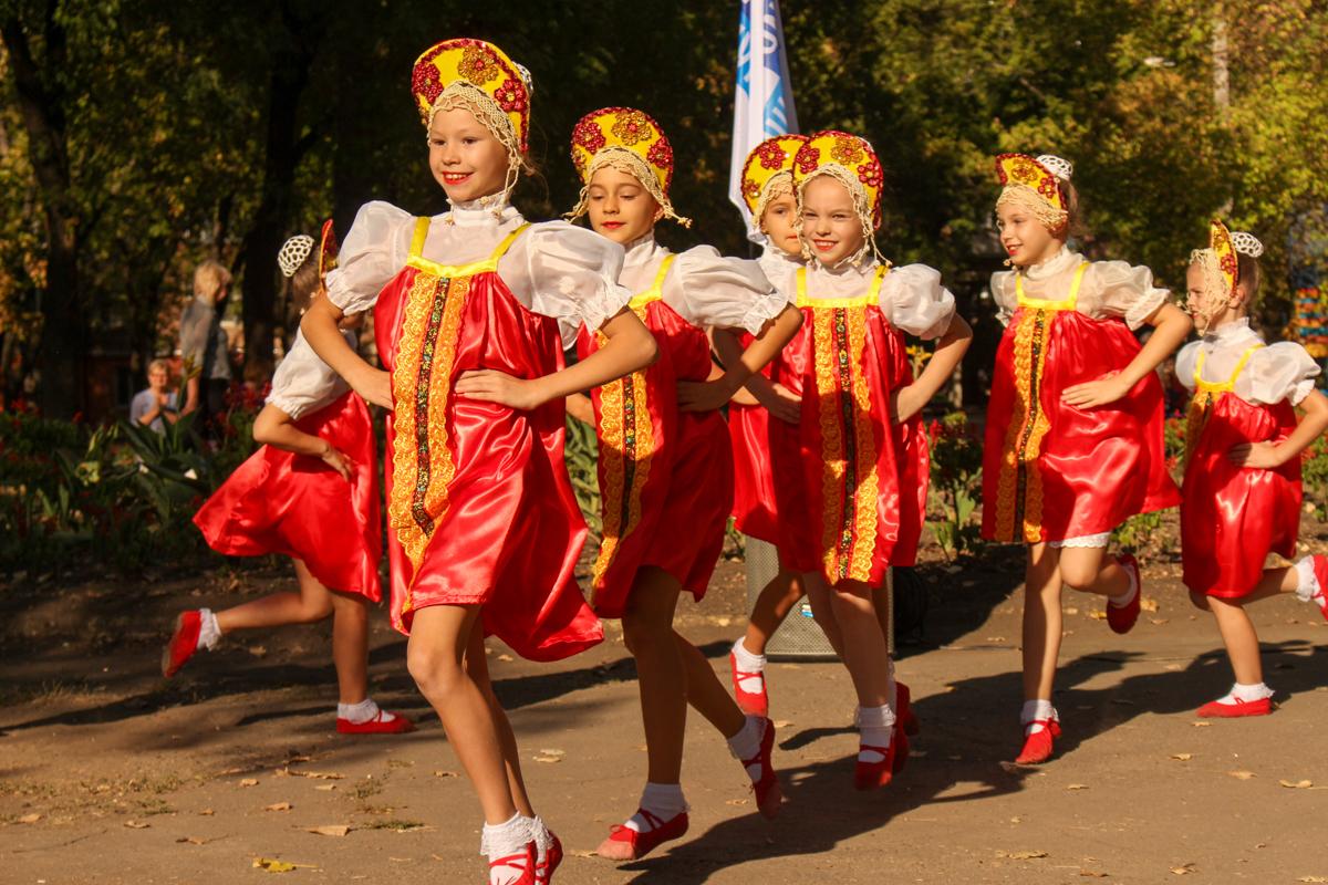 В луганском сквере Победы торжественно открыли новую детскую площадку 3