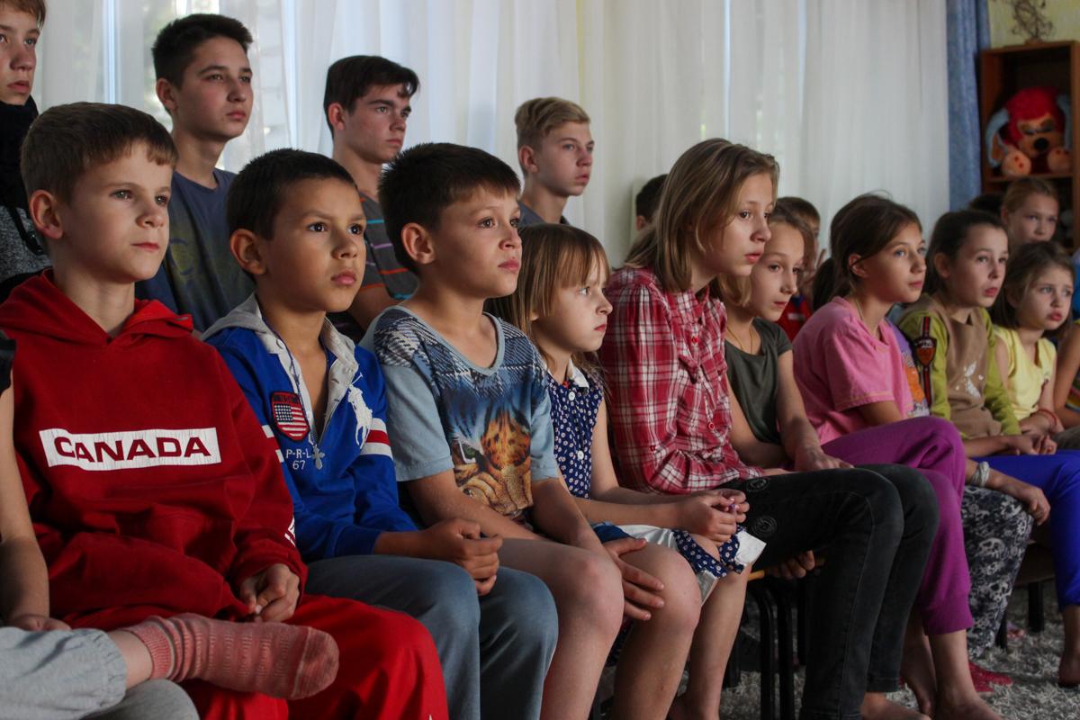 Для воспитанников Луганского детского дома № 1 провели урок мужества 6