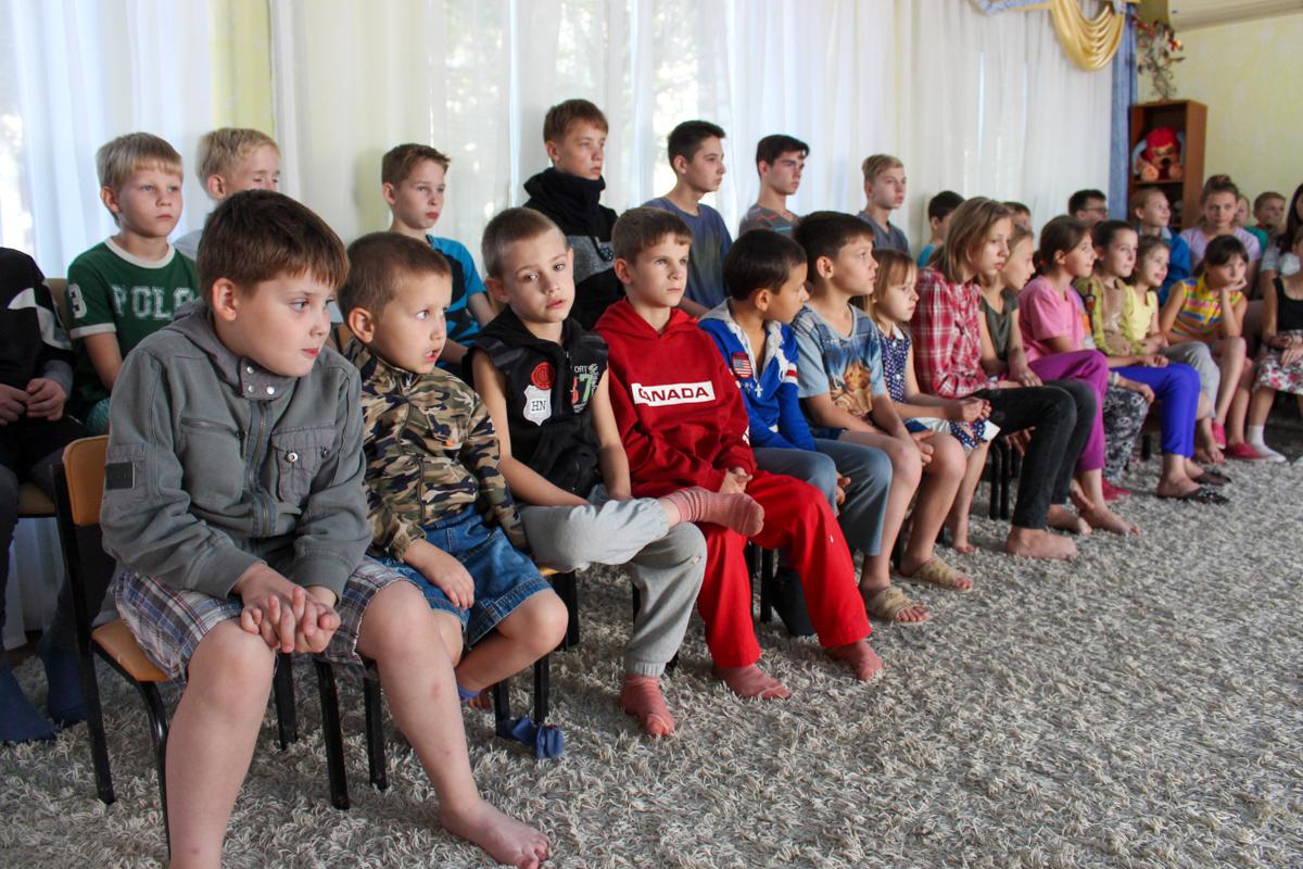 Для воспитанников Луганского детского дома № 1 провели урок мужества 2