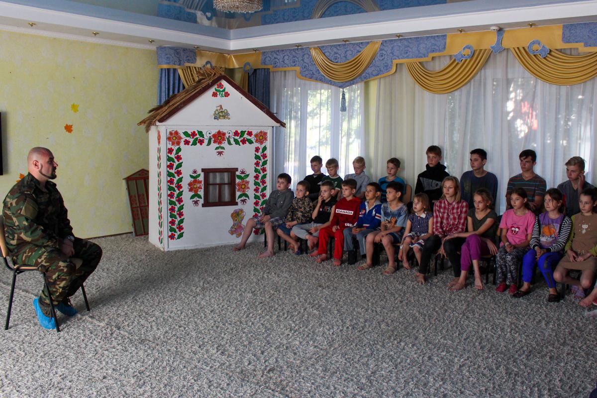 Для воспитанников Луганского детского дома № 1 провели урок мужества