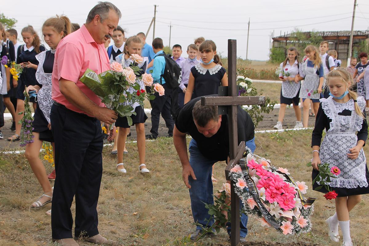 В Антрацитовском районе почтили память погибших защитников Донбасса 2