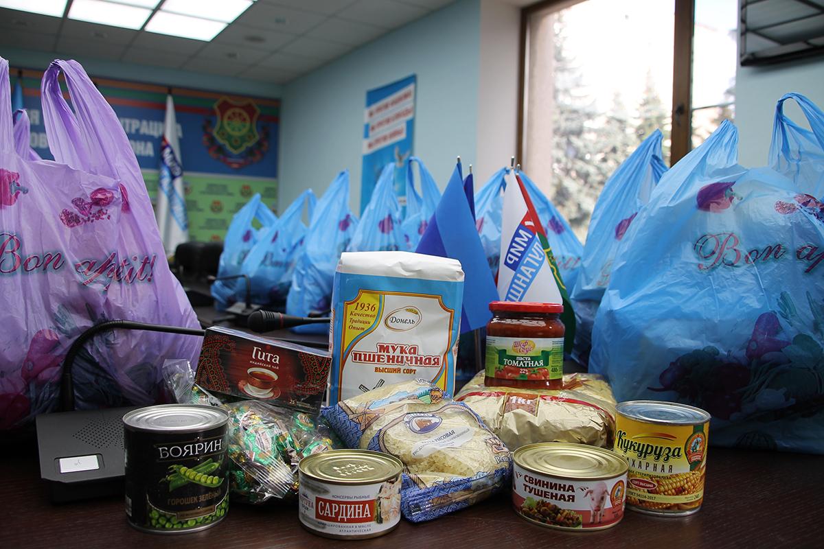 Нуждающиеся жители Антрацита и Антрацитовского района получили продуктовые наборы от проекта «Волонтёр» 4