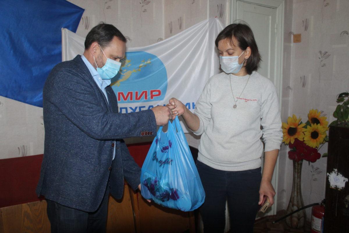 Продуктовые наборы от проекта «Волонтёр» получили жители Славяносербского района