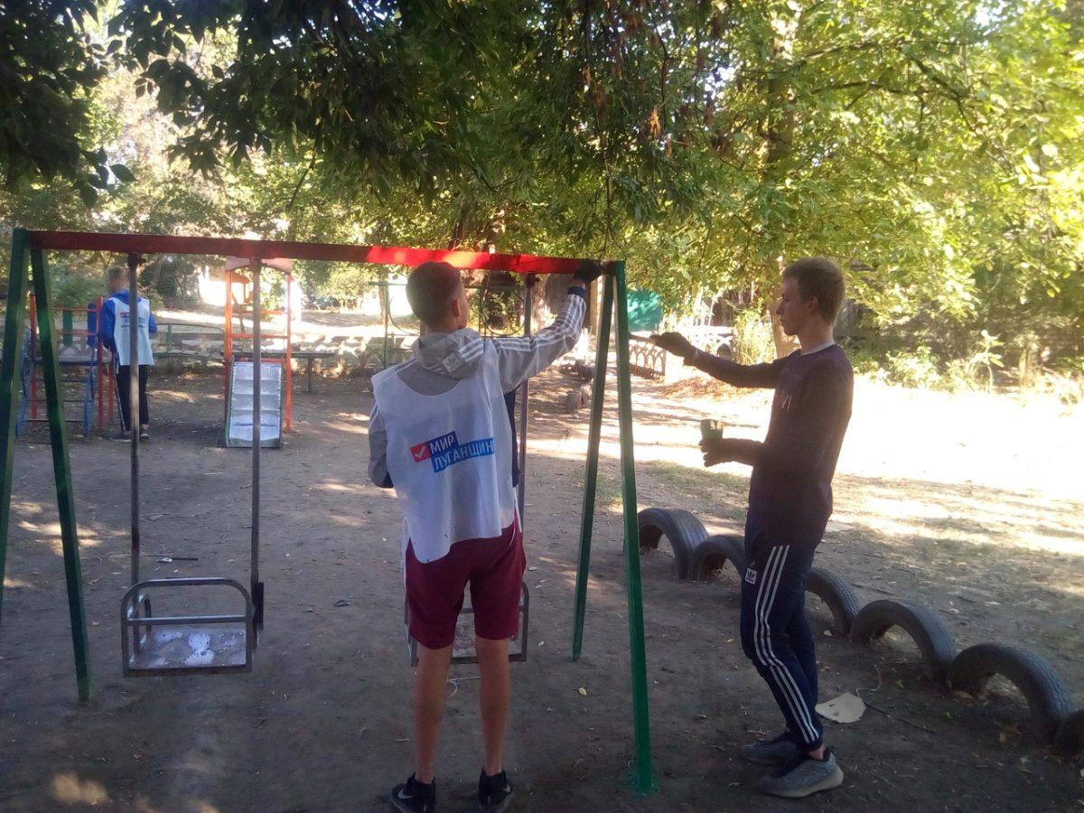 В Каменнобродском районе Луганска покрасили ещё одну детскую площадку 2