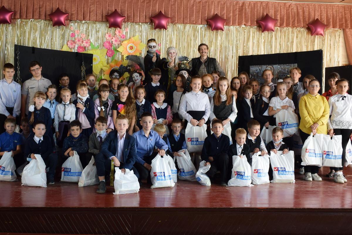 В Первомайске артисты луганского театра показали детям «Самую добрую сказку»