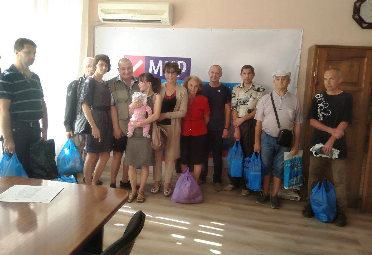 От проекта «Волонтер» гуманитарную помощь получили 15 семей из Лутугинского района 1