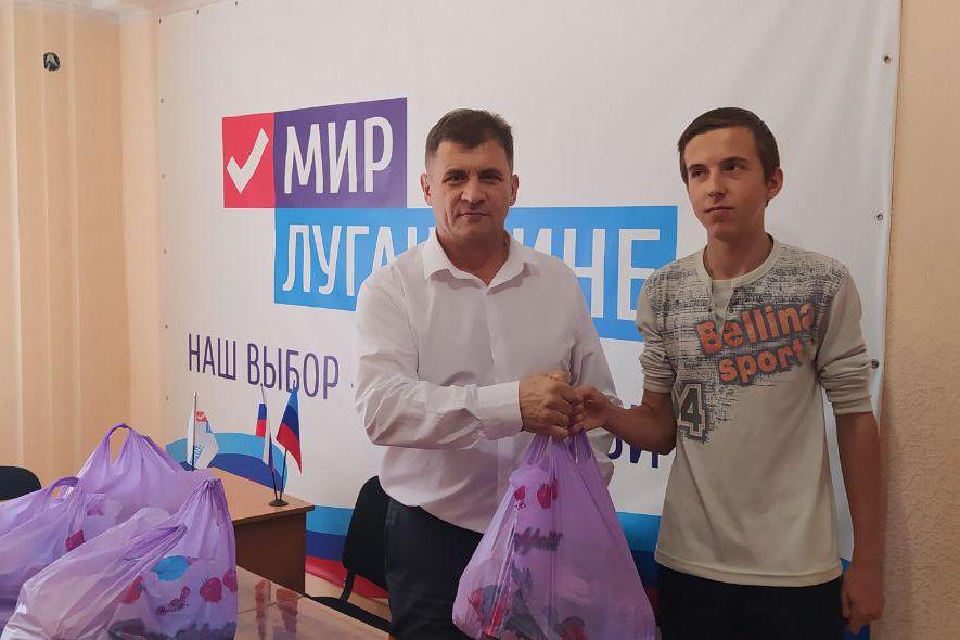 В Алчевске вручили проднаборы многодетным семьям