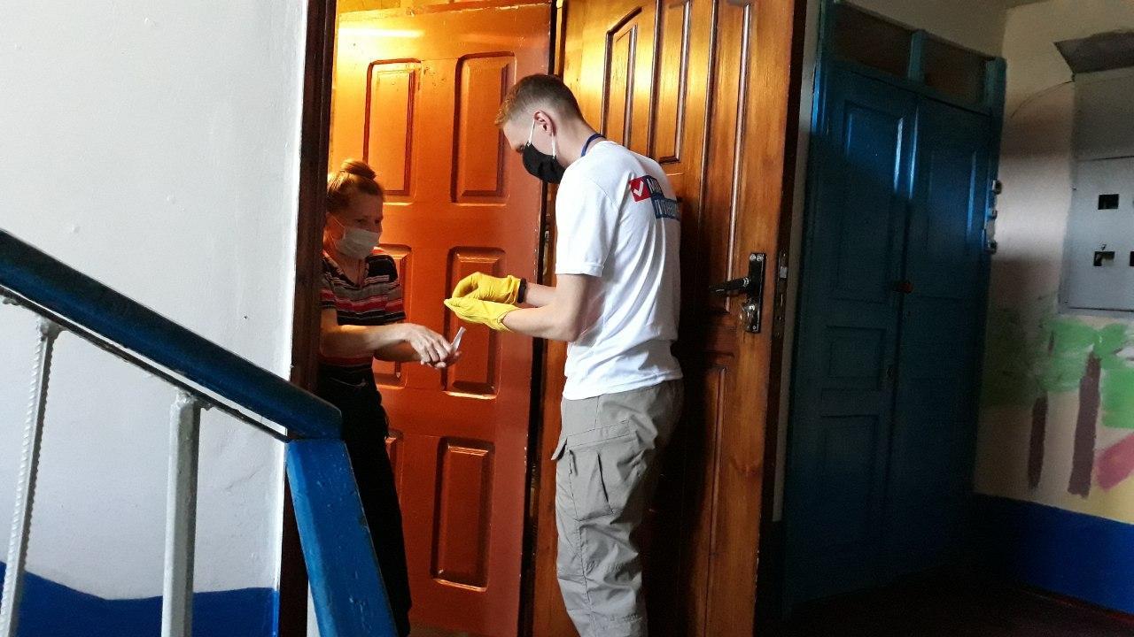 Волонтёры помогли двум жителям Антрацита 1