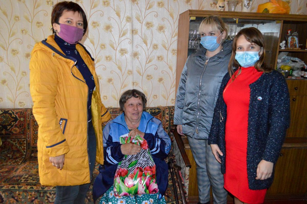 Свердловчан поздравили Международным днём пожилых людей 3