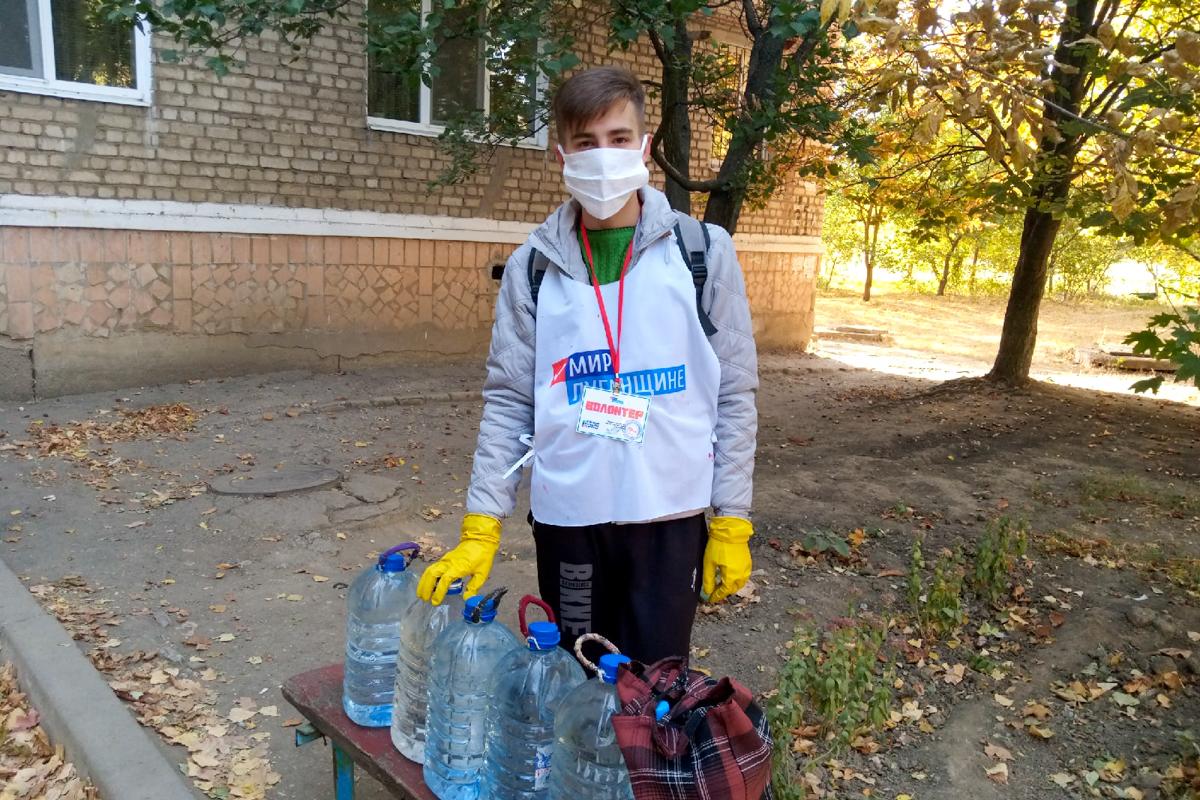 Волонтёры в рамках акции «Рука помощи» помогли жительницам Кировска 2