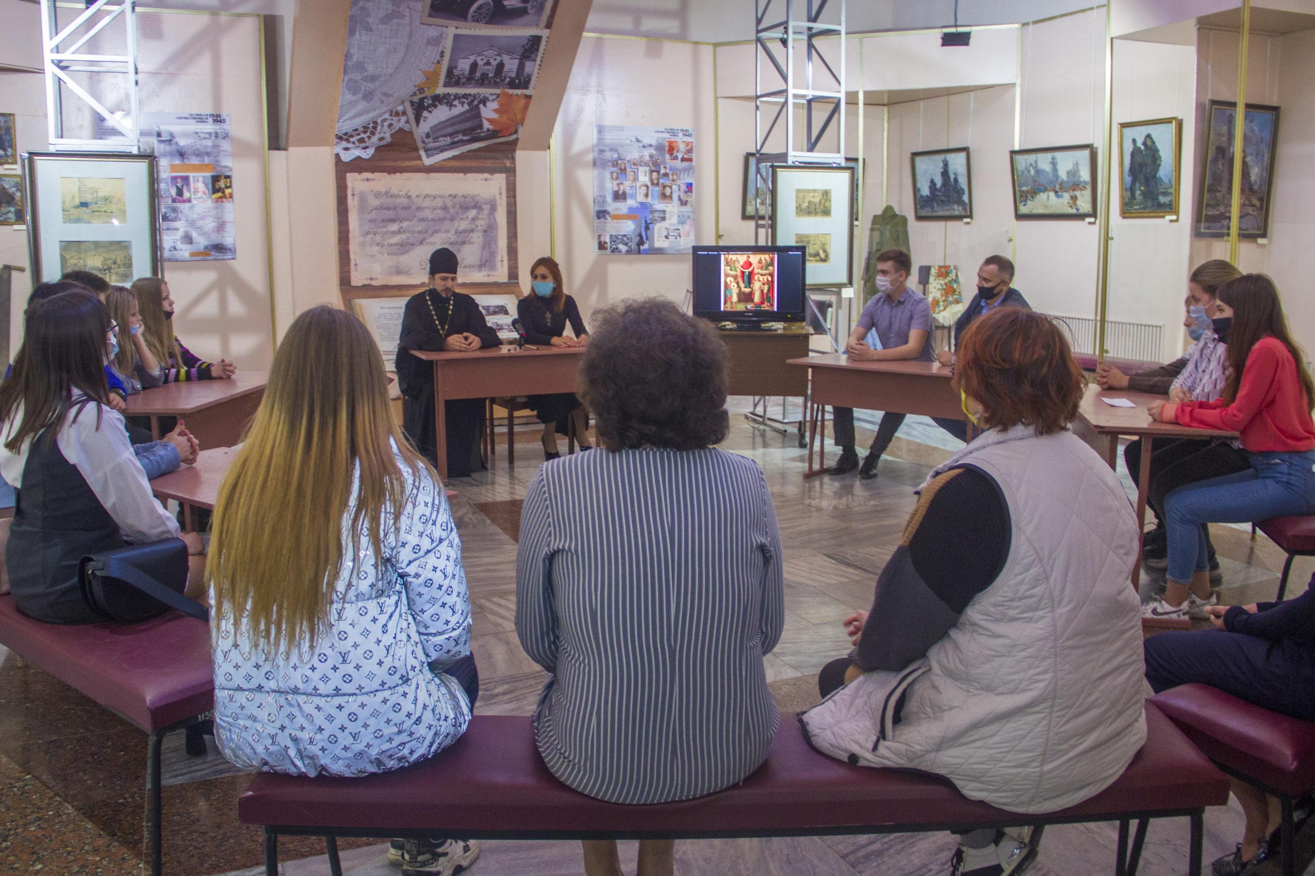 Свердловск круглый стол