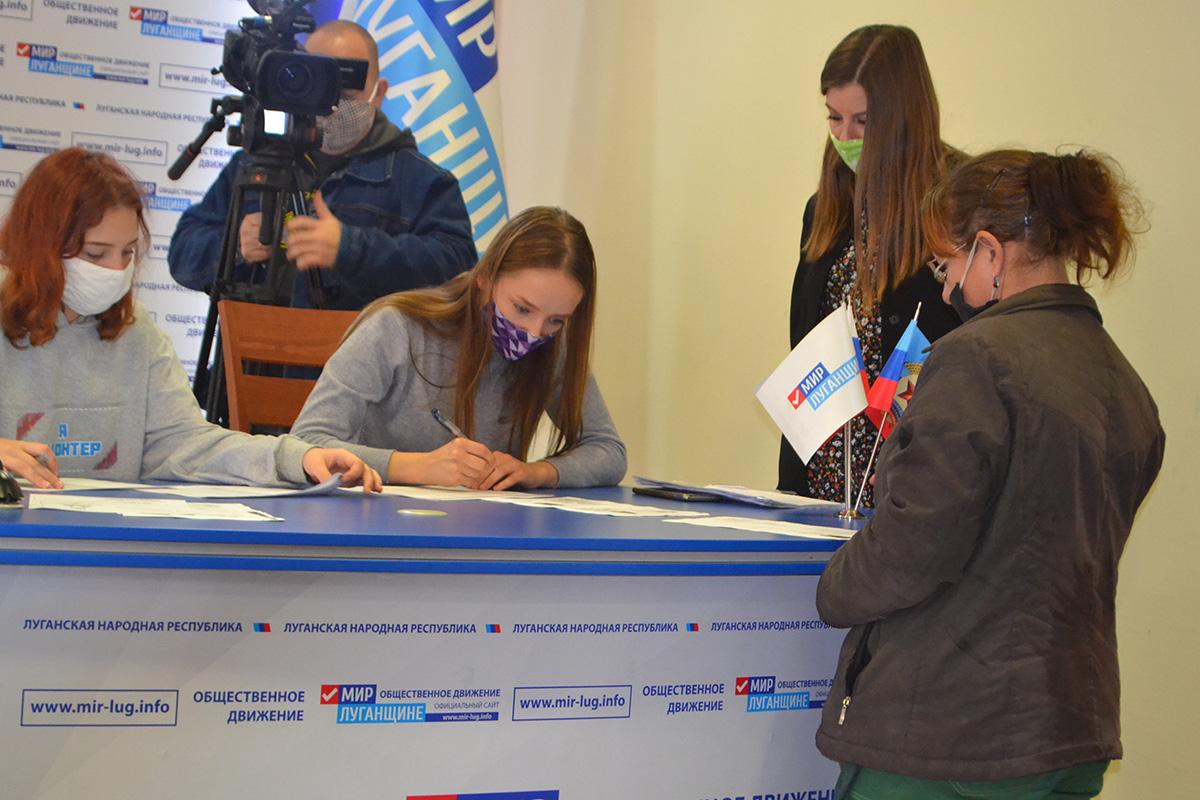 В Луганске работникам сельскохозяйственной отрасли и перерабатывающей промышленности выдали продуктовые наборы от проекта «Волонтёр» 5